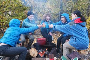 自然の恵みを活かしたキャンプ料理画像
