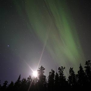 オーロラと月の関係画像